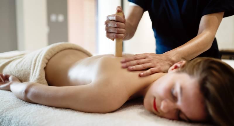 masajul cu bete din bambus